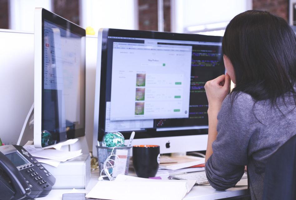 Help Desk ou Service Desk : quelles différences concrètement ?
